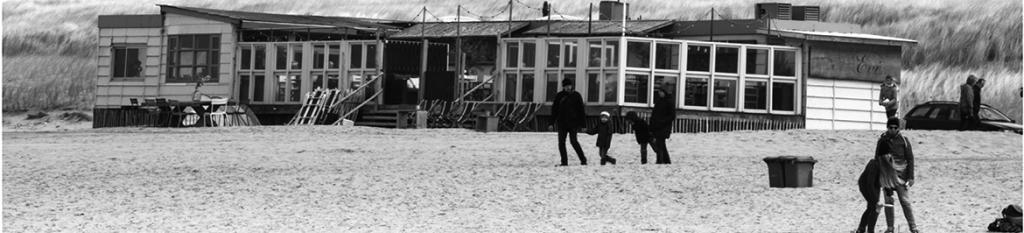 Tessa fotografeert in Bergen aan Zee